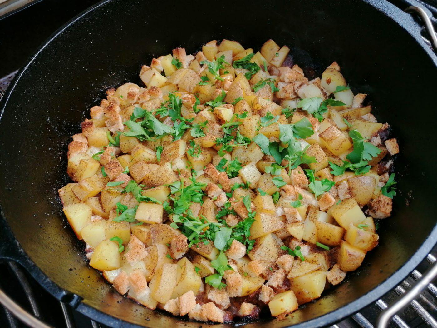 die Sachsengriller Grill Rezept Schwarzbiergulasch mit Kartoffelhaube